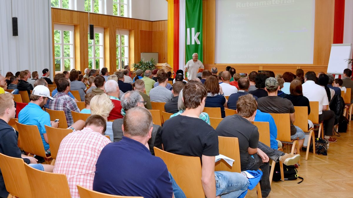Ein Seminarveranstaltung im Festsaal des Bildungshauses Schloss Krastowitz